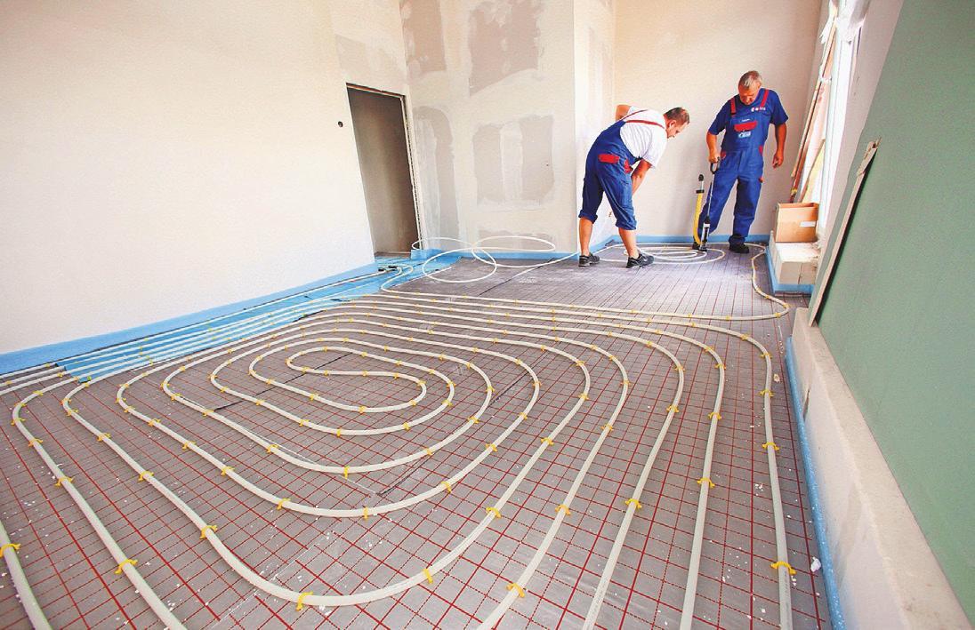 Fußbodenheizsysteme sind übliche Heizungen, durch deren Rohre Wasser fließt. Foto: Nestor Bachmann/dpa-mag