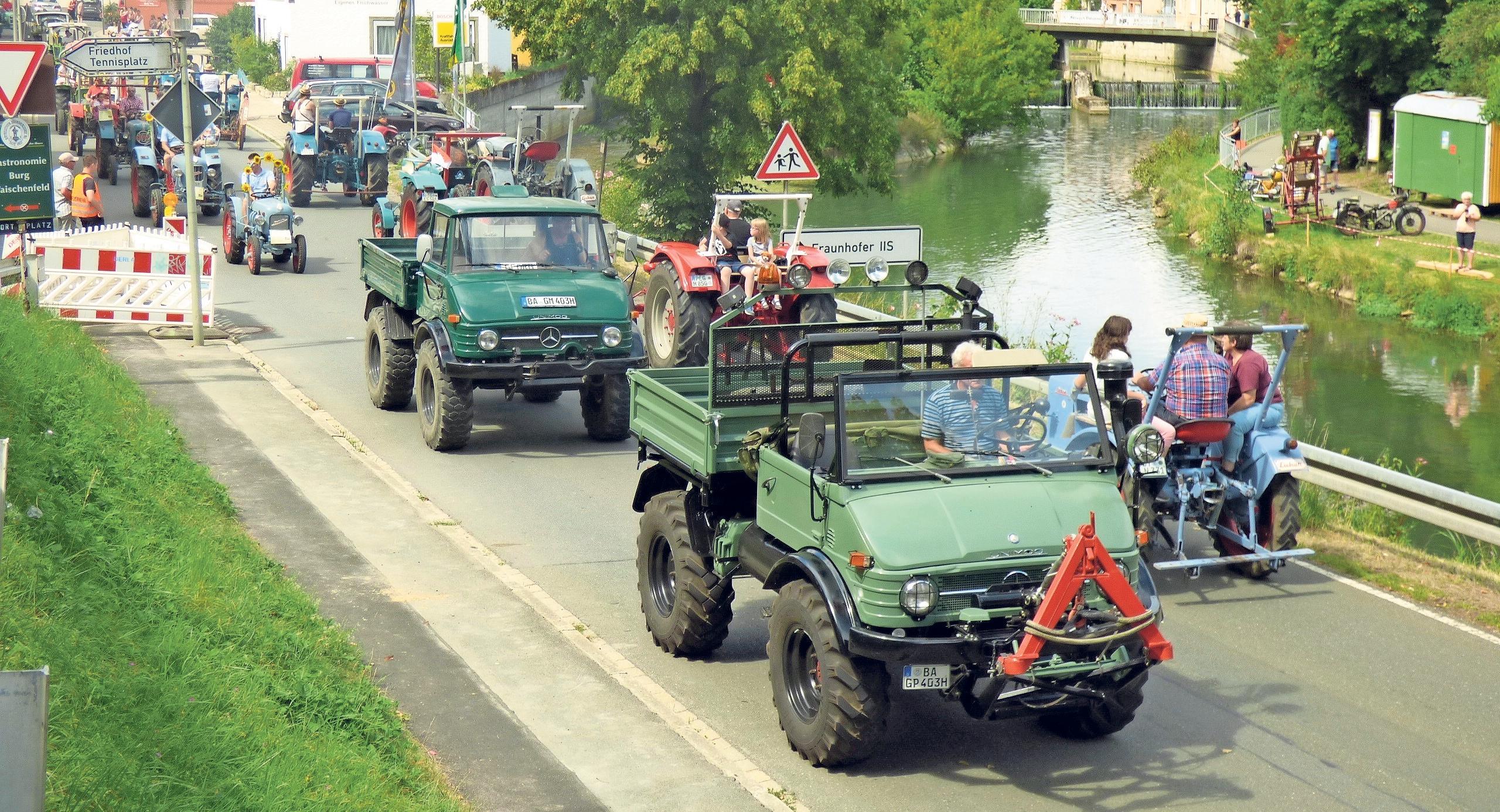 Insgesamt nahmen im vergangenen Jahr 215 Traktoren und Unimogs an der Rundfahrt teil.