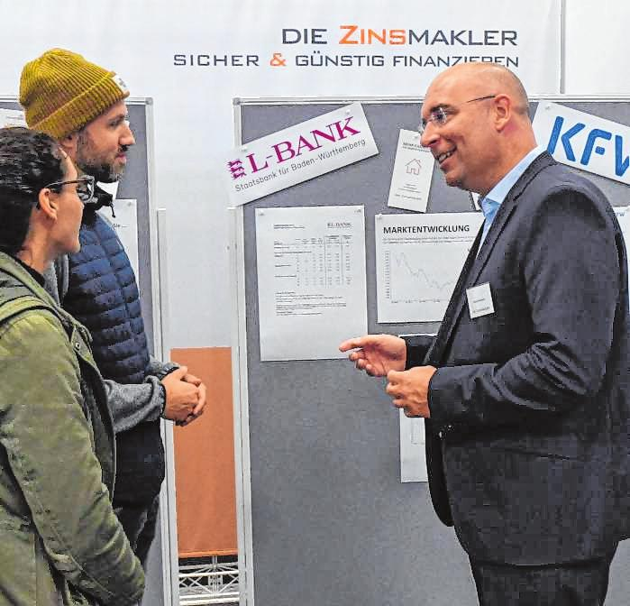 Michael Götemann im Gespräch mit interessierten Messebesuchern. BILD: RUFFL