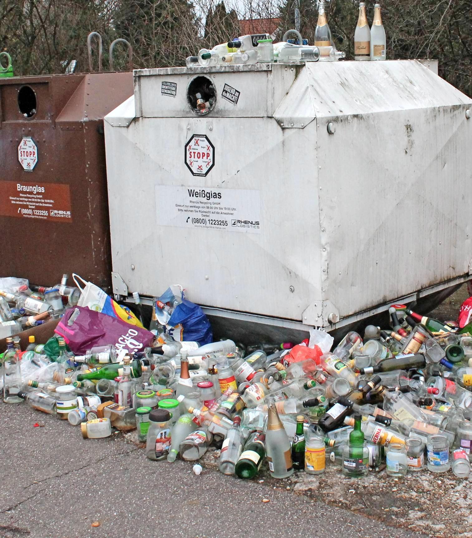 Containerstandorte verwandeln sich zunehmend in wilde Müllkippen. In Neckarsulm will die Verwaltung jetzt mit höheren Bußgeldern dagegen vorgehen. Foto: privat