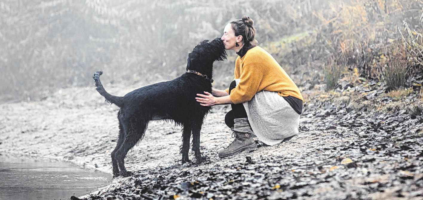 Alexandra Dusin verbringt so viel Zeit wie möglich mit ihrer geliebten Lucy. BILD: ESTHER MEHLHORN