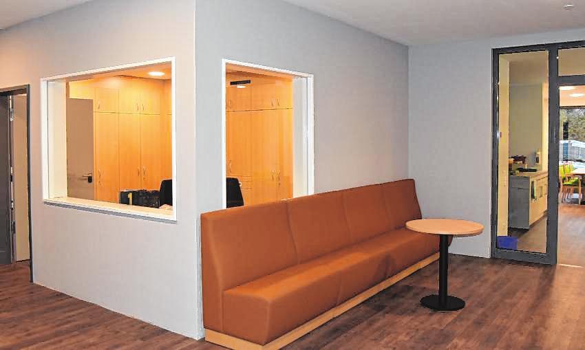 Der Empfang mit Dienstzimmer im Eingangsbereich.