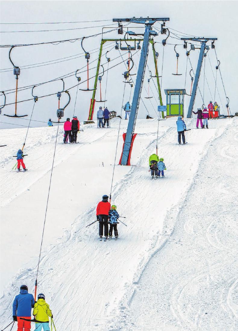 Von Albstadt über Burladingen bis hin nach Salmendingen: Skifahren, Rodeln und Snowboarden ist dort gerade überall möglich. Auch die Loipen für Langläufer sind gespurt.
