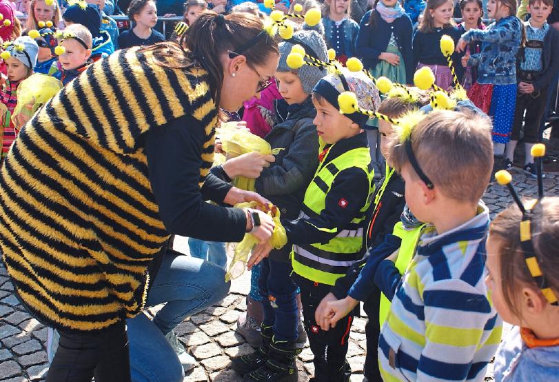 Traditionell gestalten die Kinder das Programm rund um den Ostermarkt