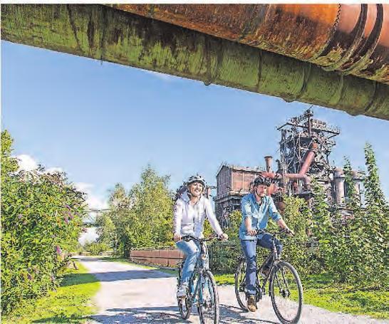 Der Landschaftsparkt Duisburg ist viel grüner, als die meisten glauben. Bei einer Radtour lässt er sich mit seinen Industriedenkmälern erleben.Foto: Jochen Tack